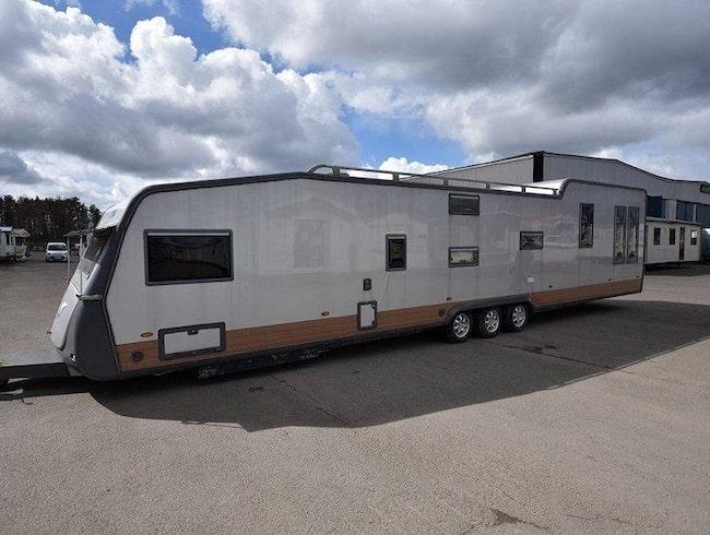 Husvagnen är till salu för 549 000 kronor. Men ett byte kan vara av intresse för säljaren.
