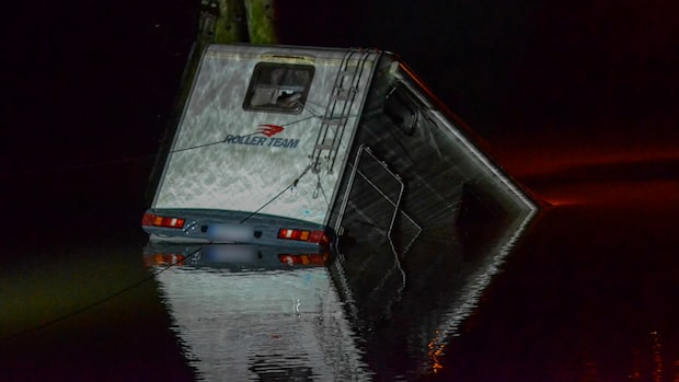 Husbil hittad i Göta älv – polis på plats