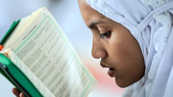 På lördagen inleds den muslimska fastemånaden. Foto: DEDI SINUHAJI / EPA / TT