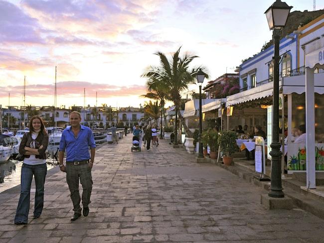 Den mysiga hamnen i Puerto de Mogán.