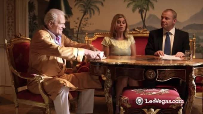 Frank Andersson och Pernilla Wahlgren syns i en av spelsajten Leo Vegas reklamfilmer Foto: Youtube/Skärmdump