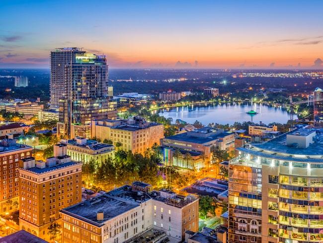 Orlando, Florida är ett populärt resmål för den som gillar nöjesparker. Här guidar vi till 9 av de bästa nöjesparkerna i Orlando.