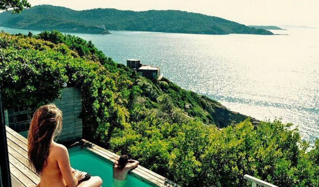 """<span>Den franska Medelhavsön Ile du Levant blev en av Europas mest kända nudistkolonier och upplevde en boom på det frisläppta 1960-talet då turisterna översvämmade ön. Foto: <a href=""""https://www.facebook.com/83400.iledulevant/?fref=ts"""">Facebook/Ile du Levant</a></span>"""