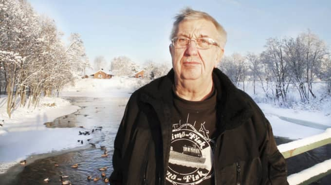Kjell-Ove Björk har matat änderna i Skutskär i tjugo år. Foto: Anton Emanuelsson/Arbetarbladet