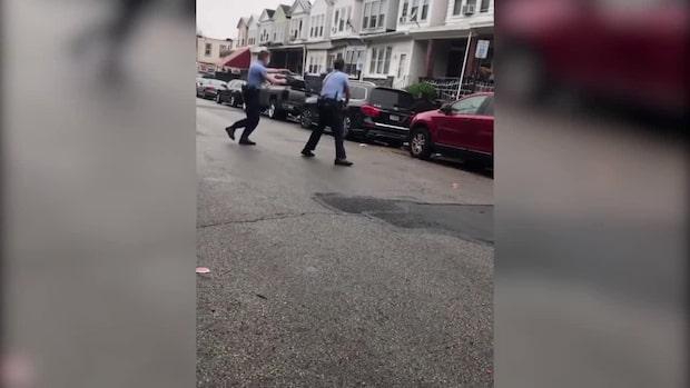 Ung man sköts till döds av polis – framför sin mamma