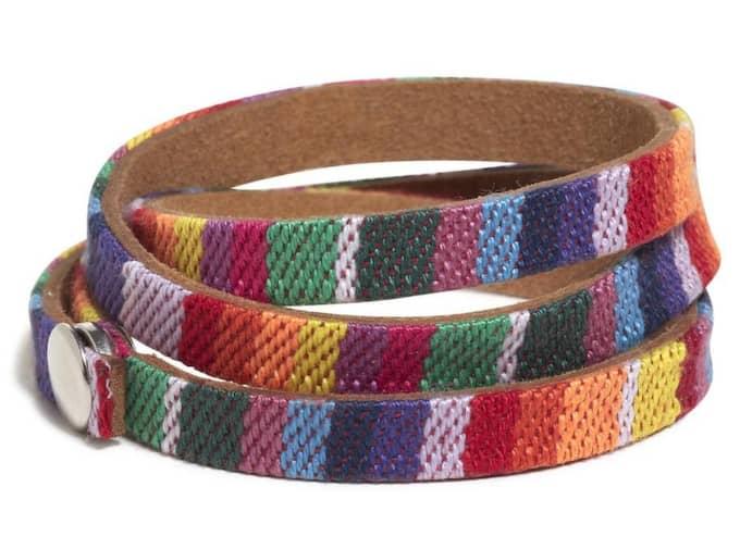 TRE I ETT Flerfärgat armband från Lindex, 39:50 kronor.