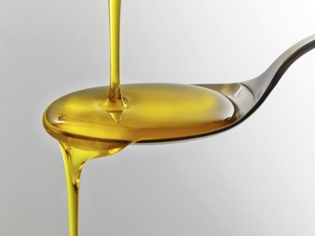 <span>Munskölj på olivolja kan förhindra karies.</span>