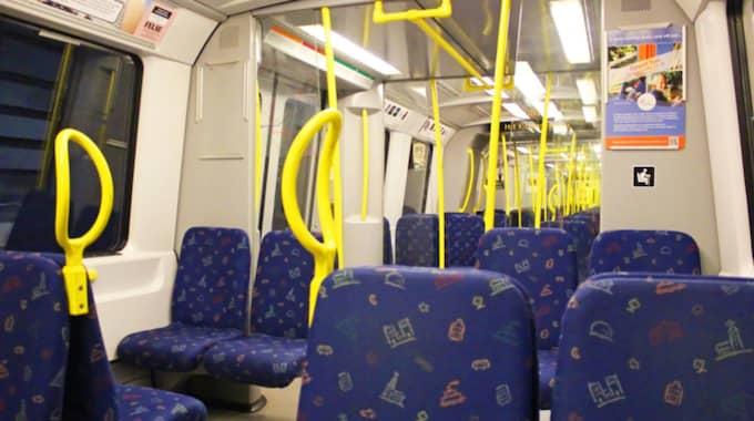 Senast i förra veckan, när Niki hade satt sig på den prioriterade sittplatsen på tunnelbanan, påpekade en kvinna att Niki upptog bättre behövandes plats. Foto: Gelia/Shutterstock.com