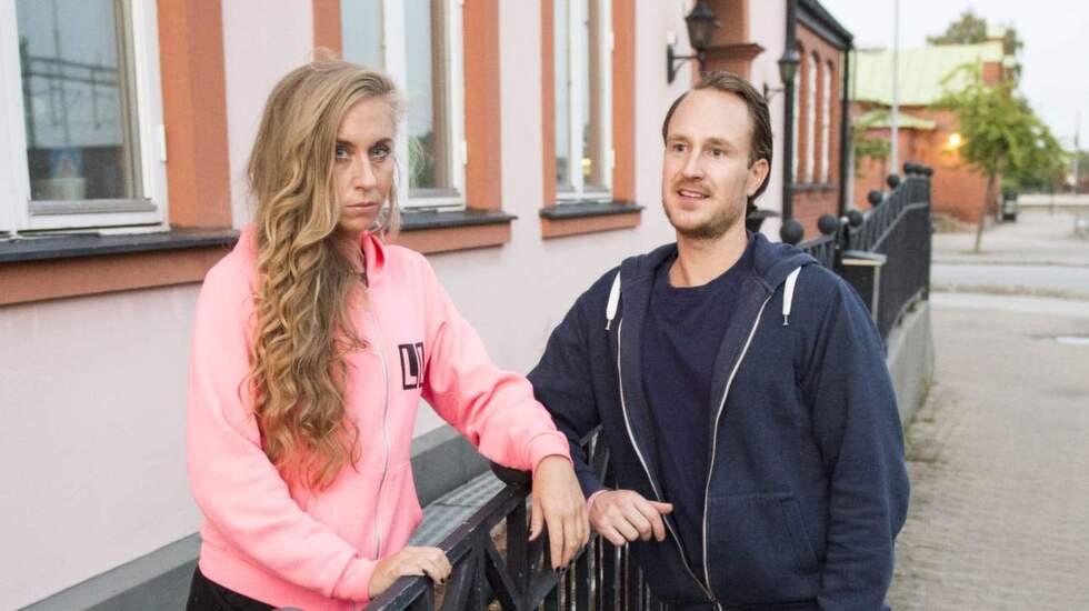 Lina Larsson och David Lindsjö utanför dansstudion i Kävlinge. Foto: Tomas Leprince