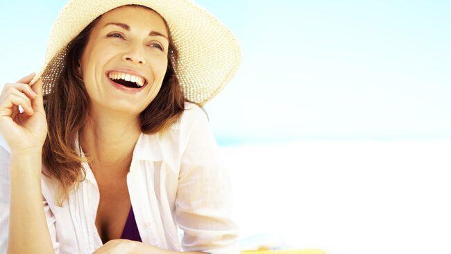 Njut av solen - men gör det smart. Här har vi samlat råd kring solning och tips på 10 solkrämer för vuxna respektive barn.