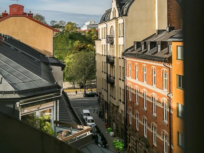 Lägenheten ligger i Vasastan/Norrmalm i centrala Stockholm.
