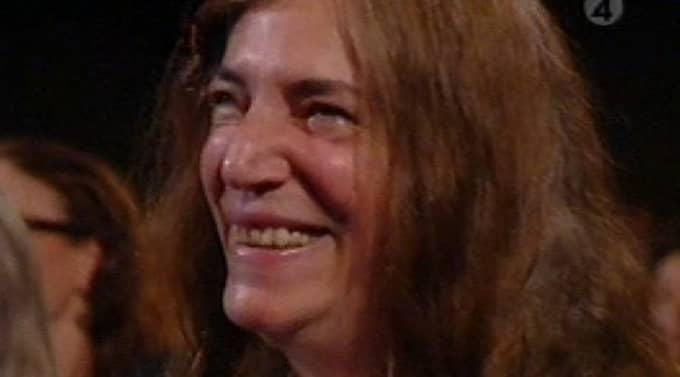 Patti Smith var märkbart rörd när hon fick ta emot Polarpriset på tisdagskvällen i Stockholms konserthus. Foto: TV4