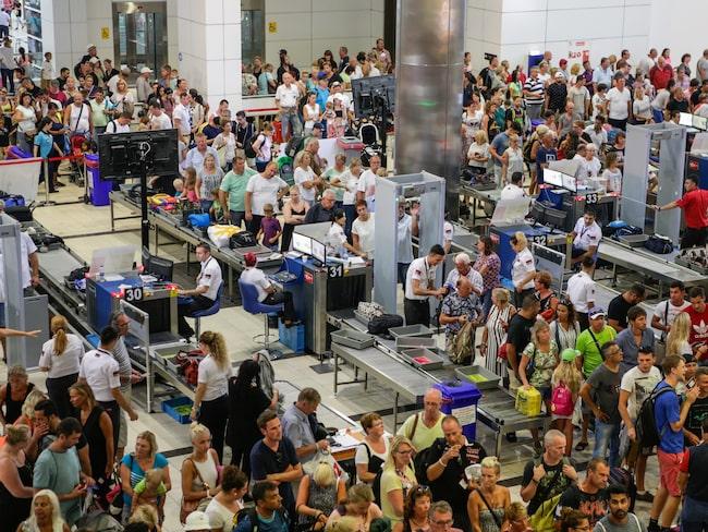 Nära 40 000 drabbades av längre flygförseningar under sommaren, enligt Air Help.