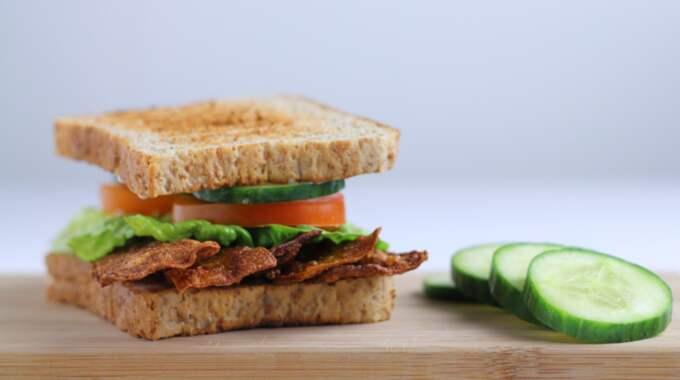 Det veganska baconet är så lång ifrån griskött man kan komma. Foto: Privat