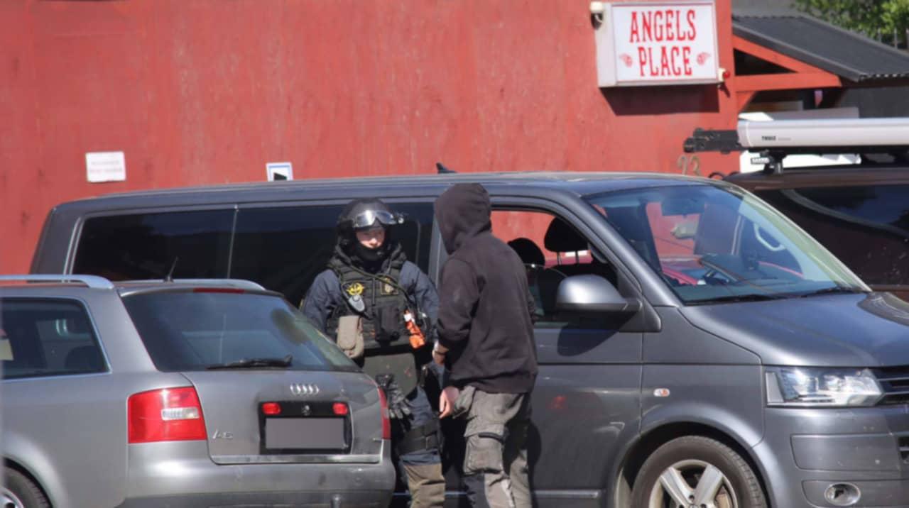Polis slog till mot fest hos hells angels