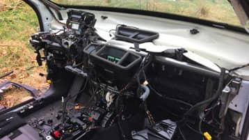 En jägare hittade bilen i skogen och den gick inte att känna igen. Foto: Privat