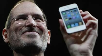 Apples grundare Steve Jobs har efter kritikstormar lovat pengarna tillbaka åt missnöjda Iphone 4-kunder. Förutom teknikstrul kritiseras Apple för att censurera de program som de inte vill ska köras på Iphone. Foto: Paul Sakuma