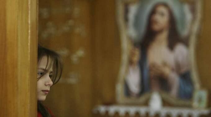 """""""HUR MÅNGA DIVISIONER HAR PÅVEN?"""" Lär Josef Stalin ha frågat... I dag är stora delar av kristenheten mer skyddslösa än någonsin. Påven Benedictus XVI har böner och diplomati, medan Lunds biskop Antje Jackelén i stället vill riva Israels skyddsmur mot Västbanken. Foto: Khalid Mohammed/AP"""
