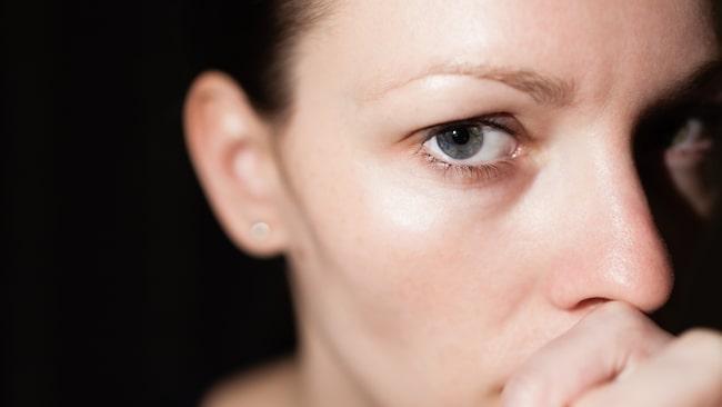 """I dag behandlas det med KBT-terapi och så kallade """"lyckopiller"""", eller en kombination av de båda. Ineffektivt  menar forskare."""