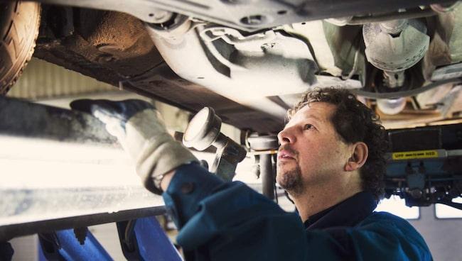 Morgan Isacsson svarar på frågor om bilprovning och bilbesiktning.