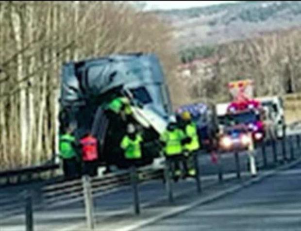 Två lastbilar i kraftig krock