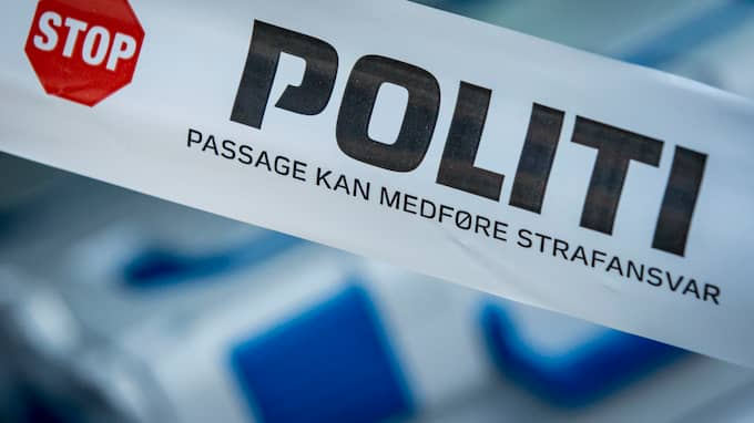 Larmet om att en livlös person var funnen i lägenheten på Østerbro inkom till polisen klockan 01.37 natten till söndagen. Foto: Rigspolitiet / Kim Matthai Leland