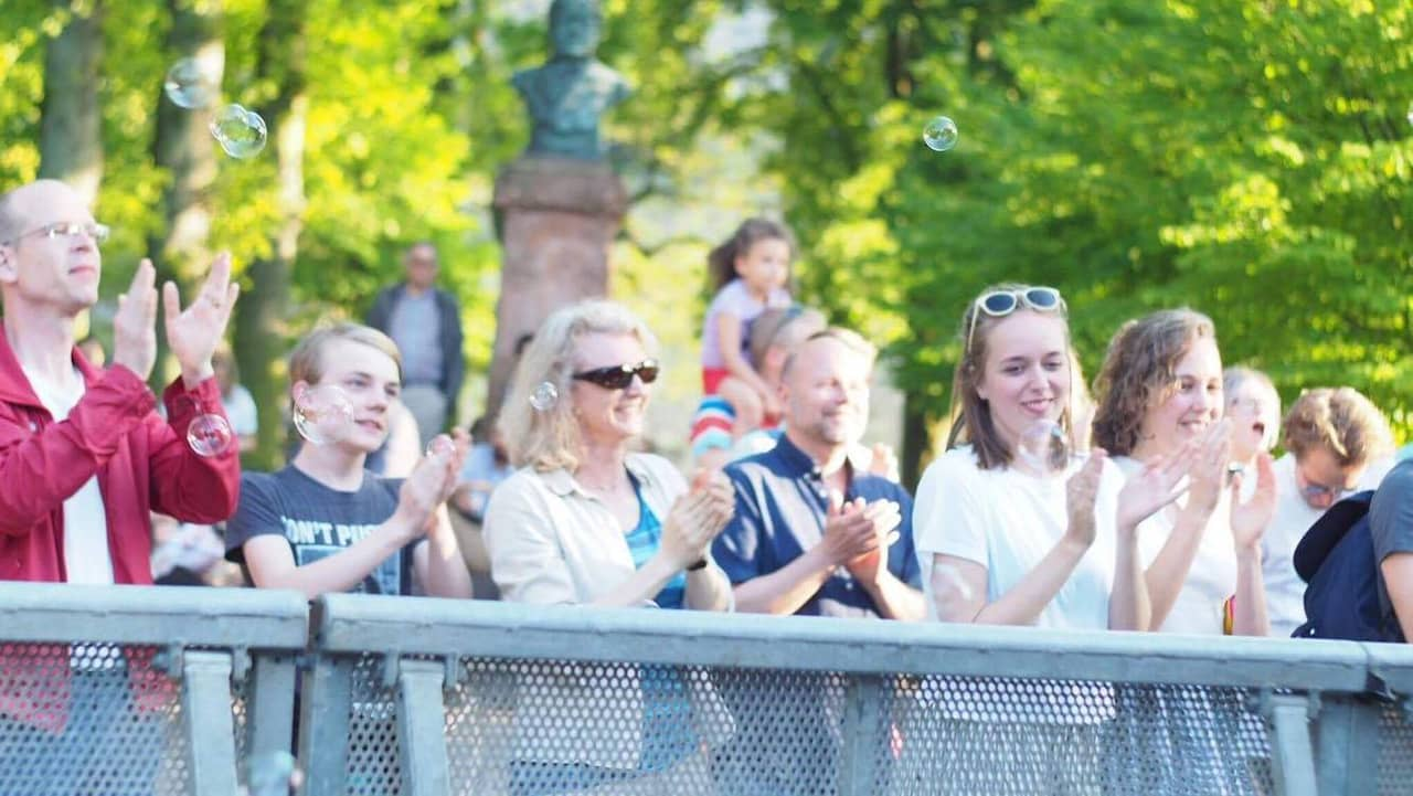 fest ledsagare underkastelse i Lund