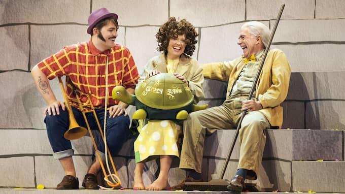 """Ur """"Momo og tidstyvene"""" på Det Kongelige Opera. Foto: MIKLOS SZABO"""