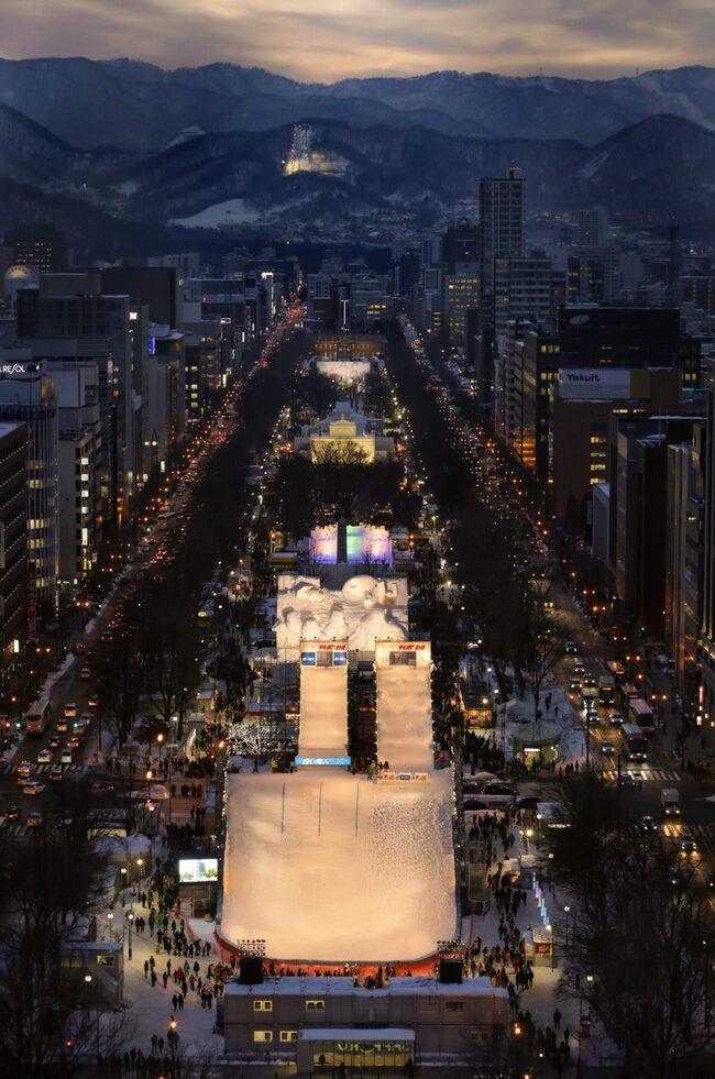 Snöfestivalen lockar två miljoner besökare varje år.