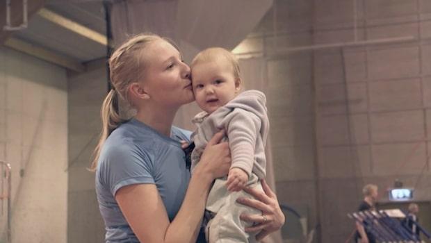 Hjelmer om ärren efter förlossningarna