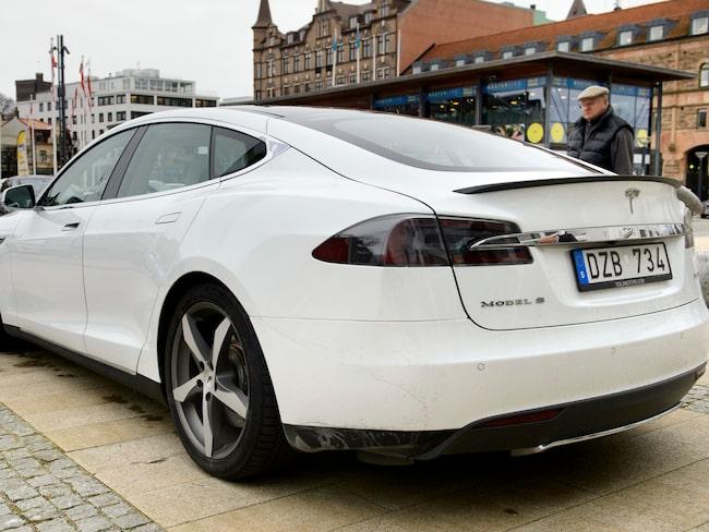 Tio Teslabilar har stulits i Sverige de senaste månaderna men trots tillverkarens spårningsmöjligheter anser polisen att det är omöjligt att hitta tjuven...