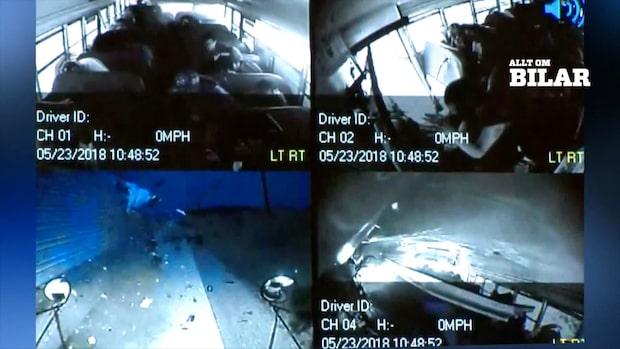Bilderna inifrån skolbussen visar skrämmande olyckan