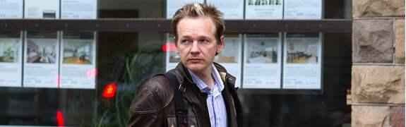 Wikileaks-grundaren Julian Assange får nu kritik av talespersonen Birgitta Jonsdottir som menar att Assange bör stiga ner från tronen. Foto: ROGER VIKSTRÖM