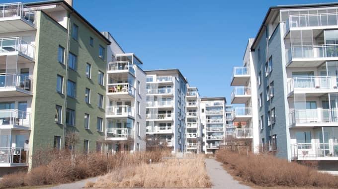 I dagsläget bor runt 20 procent av svenskarna i bostadsrätt, och enligt de svarande skulle sex procent av dem inte ha råd att bo kvar i sin lägenhet om avdraget försvann. Foto: Henrik Isaksson/Ibl / /IBL