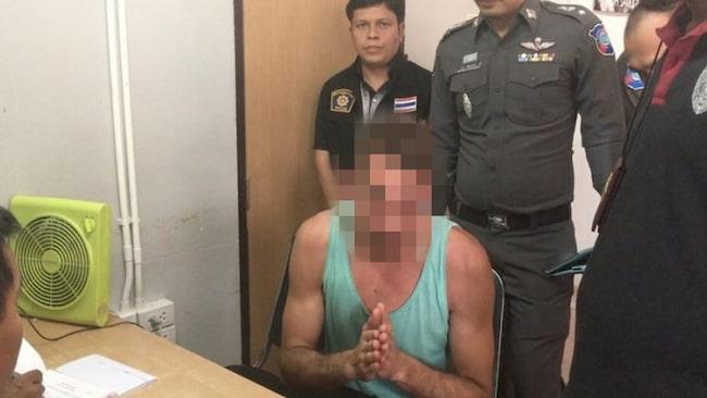 """<span>Polisen letade upp mannen, som utöver böter tvingades göra offentlig avbön. """"Jag ber alla i Thailand om ursäkt. Detta var inte bra, men jag hade druckit för mycket"""", sa den ångerfulle turisten.<br></span>"""