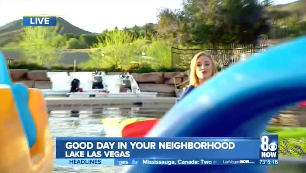 Kameramannen trillar i vattnet - fortsätter filma