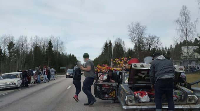 En karavan med 150 personer i raggarbilar ställde till det i påsktrafiken i Värmland. Foto: Värmlands Folkblad