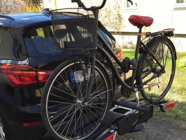 sätta fast cykel på bilen