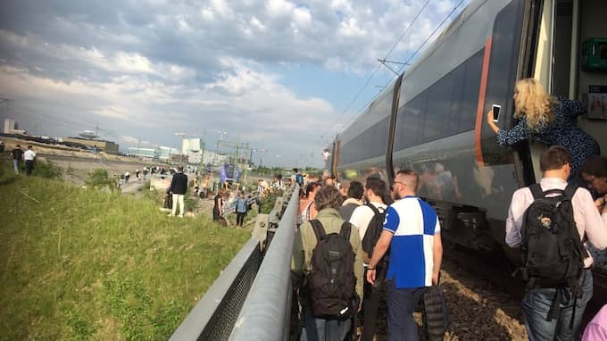 """""""Det handlar om en spontanevakuering, folk har lämnat tåget utan att få tillåtelse. Det är en säkerhetsrisk"""", säger Beisi Sundin, pressinformatör på Trafikverket. Foto: Läsarbild"""