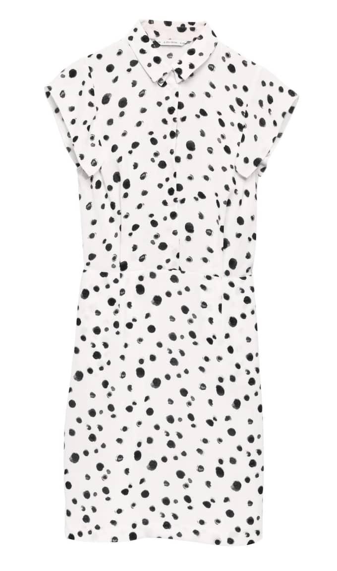 Prickig klänning från & Other Stories + Vans, 750 kronor.