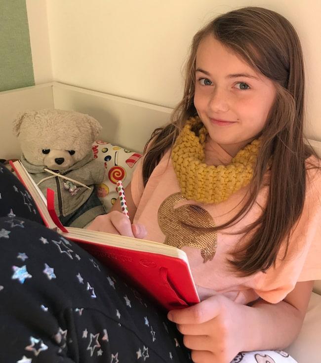 Nioåriga Greta Järpegård tycker det ska bli kul att se sin figur som gosedjur.