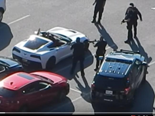 En bisarr händelse utspelade sig i Vancouver i söndags, då en man hoppade in i en cabriolet och sa bilen nu var hans.