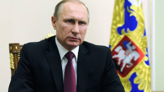Vladimir Putins Ryssland avbryter bombningarna mot de syriska rebellgrupper som omfattas av vapenvilan. Foto: EPA/TT