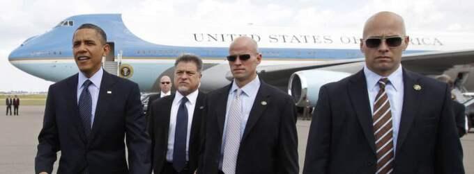 President Obama har allt som oftast vakter vid sin sida. Här landar han med stor säkerhetsbevakning i Florida tidigare i år. Foto: Kevin Lamarque/Reuters