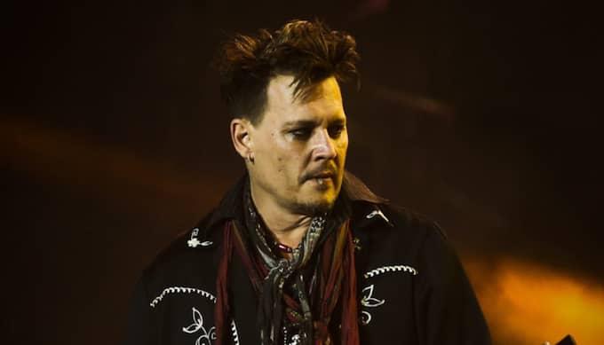 Johnny Depp spelar med Hollywood Vampires Foto: Mario Cruz / Epa / Tt / EPA TT NYHETSBYRÅN