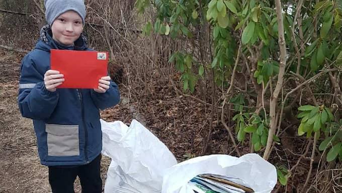 Efter mamma Katjas efterlysning kom det säckvis med post till Adam. Foto: Privat