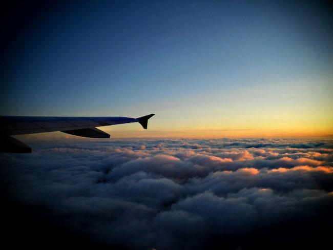 En vanlig flygning rymmer många rutinmoment som kan verka konstiga.