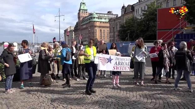 Svensk-amerikaner demonstrerar mot Trump