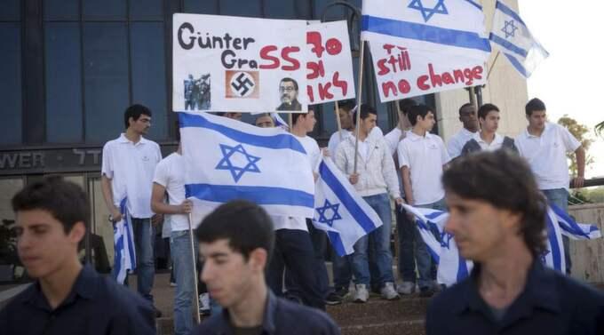 Kulturkritik. Israeliska studenter demonstrerar mot Günter Grass utanför tyska ambassaden i Tel Aviv. Foto: Dan Balilty