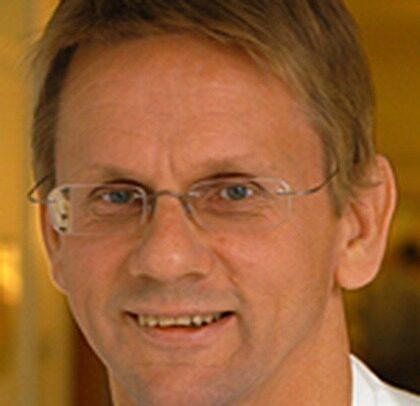"""Lennart Emtestam, professor vid  Karoliska sjukhusets hudklinik i Stockholm, författare till boken """"Huden: rynkor, prickar veck."""""""
